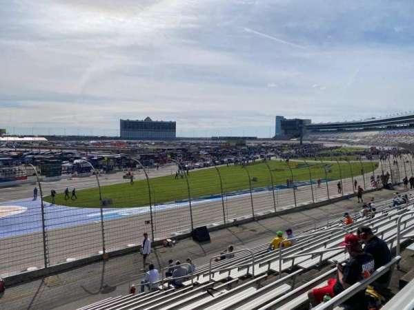 Texas Motor Speedway, vak: 422, rij: 16, stoel: 10
