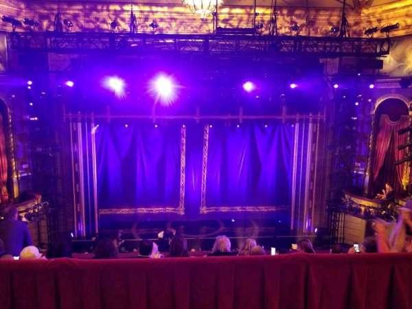 Brooks Atkinson Theatre, vak: Rear Mezzanine LC, rij: E, stoel: 115