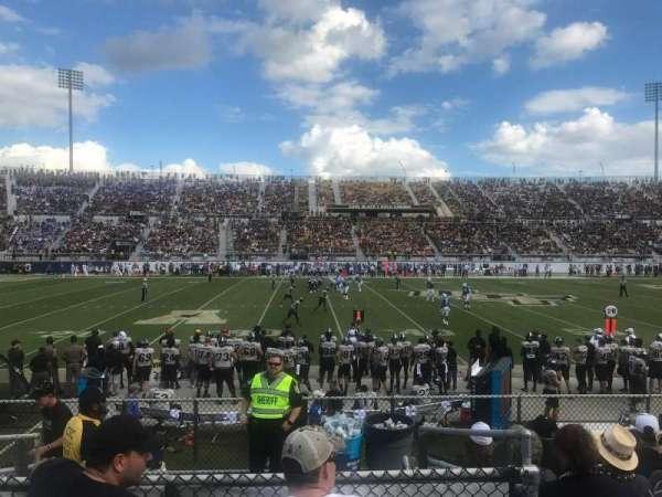 Spectrum Stadium, vak: 111, rij: 7, stoel: 17