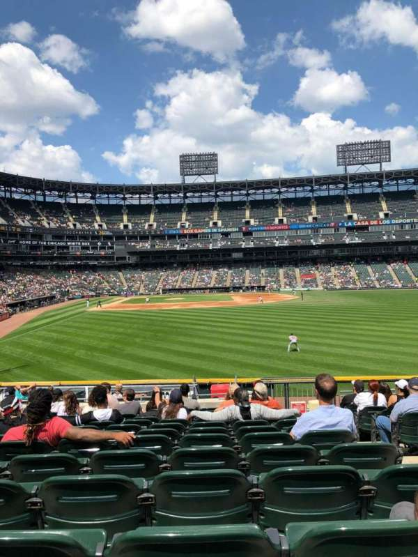Guaranteed Rate Field, vak: 106, rij: 20, stoel: 3