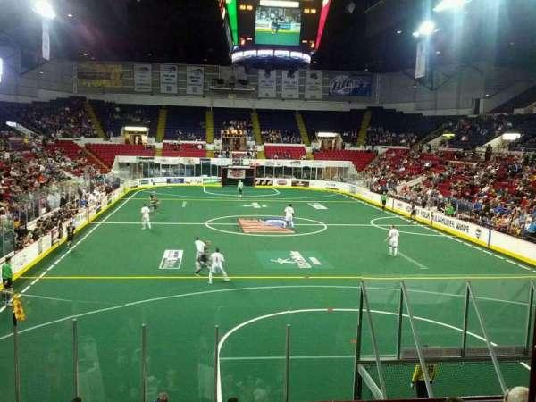 UW-Milwaukee Panther Arena, vak: 317, rij: 1, stoel: 2