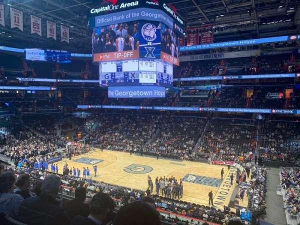 Capital One Arena, vak: 202, rij: F, stoel: 8