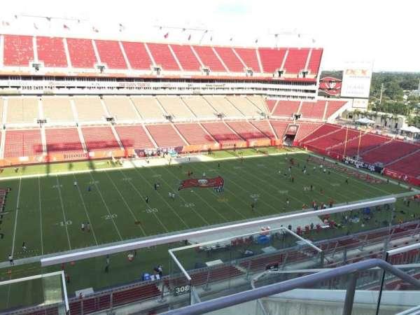 Raymond James Stadium, vak: 307, rij: E, stoel: 24