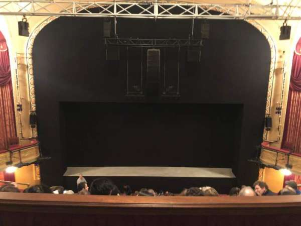 Bernard B. Jacobs Theatre, vak: Mezzanine C, rij: E, stoel: 107