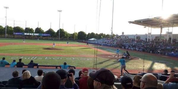 Ron Tonkin Field, vak: 14, rij: n, stoel: 7