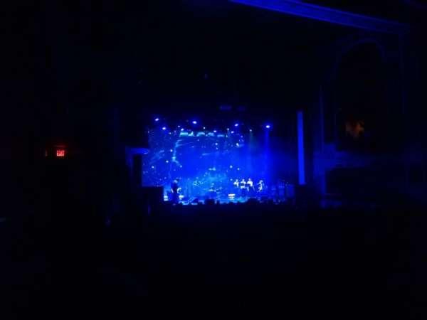 Lincoln Theatre, vak: Left ORCH, rij: W, stoel: 15