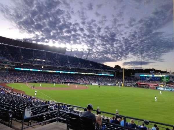 Kauffman Stadium, vak: 247, rij: AA, stoel: 7