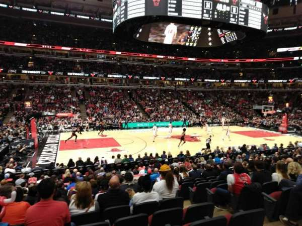 United Center, vak: 113, rij: 15, stoel: 2
