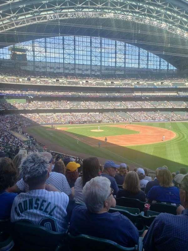 American Family Field, vak: 208, rij: 10, stoel: 20
