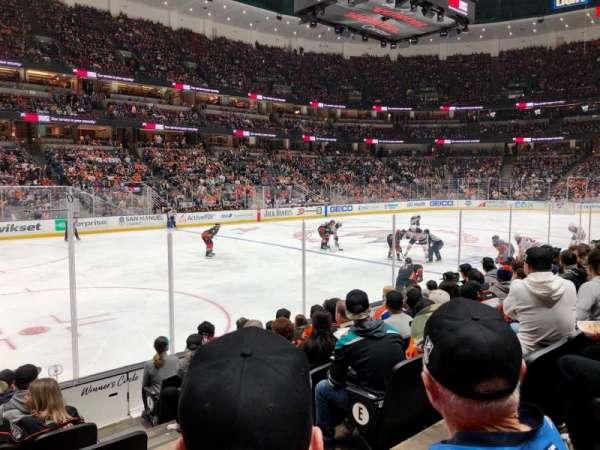 Honda Center, vak: 225, rij: H, stoel: 3