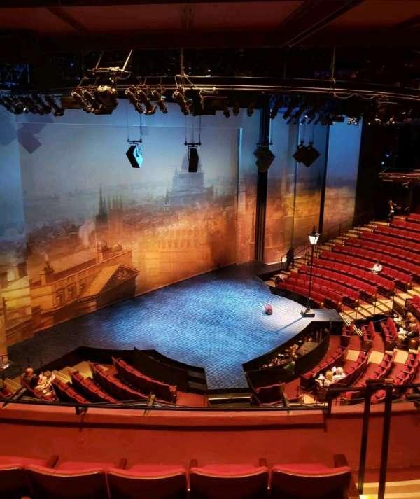 Vivian Beaumont Theater, vak: Loge, rij: D, stoel: 104