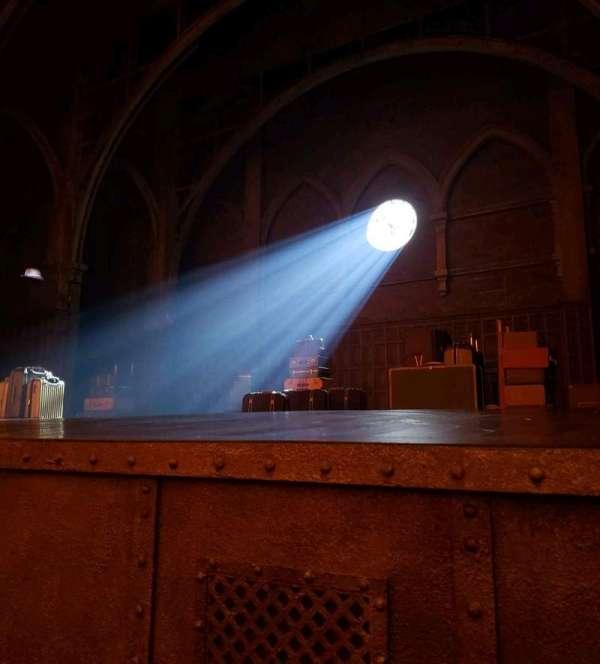 Lyric Theatre, vak: Orch, rij: A, stoel: 18