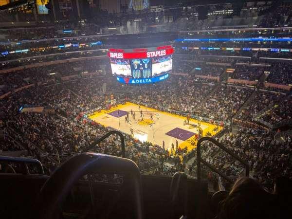 Staples Center, vak: 331, rij: 5, stoel: 22