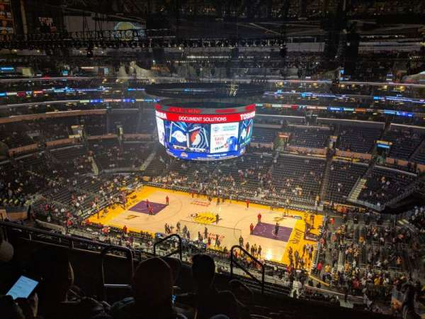 Staples Center, vak: 333, rij: 8, stoel: 15