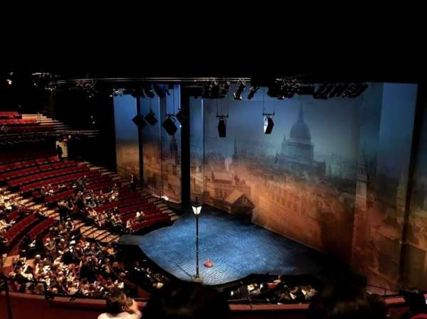 Vivian Beaumont Theater, vak: Loge L, rij: E, stoel: 106