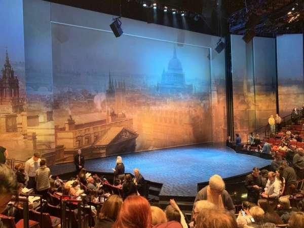 Vivian Beaumont Theater, vak: Orchestra LC, rij: M, stoel: 211