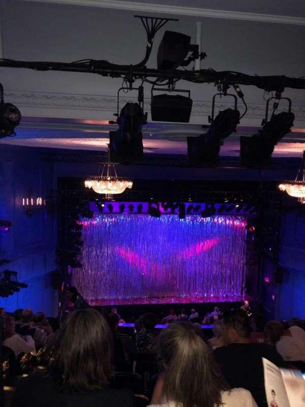 Hayes Theater, vak: Mezzanine C, rij: J, stoel: 112