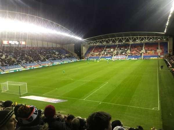 DW Stadium, vak: A2, rij: X, stoel: 22