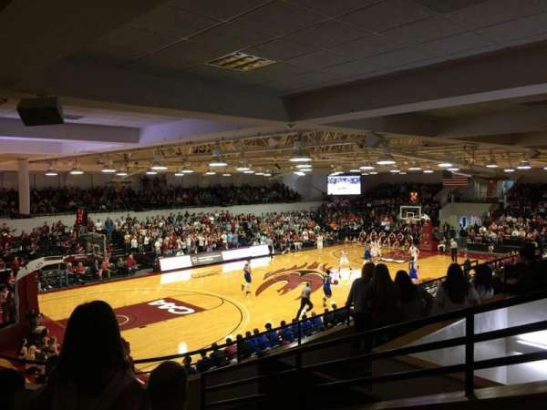 Alumni Gym (Elon University), vak: 210, rij: E, stoel: 1