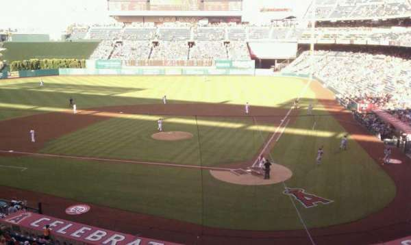 Angel Stadium, vak: club, rij: c, stoel: 11