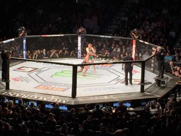 MGM Grand Garden Arena, vak: 11, rij: X, stoel: 1