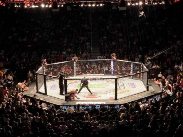T-Mobile Arena, vak: 6, rij: R, stoel: 1
