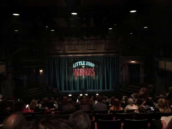 Westside Theatre, vak: Orchestra, rij: R, stoel: 105