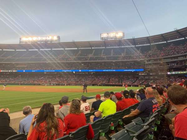 Angel Stadium, vak: F107, rij: D, stoel: 18