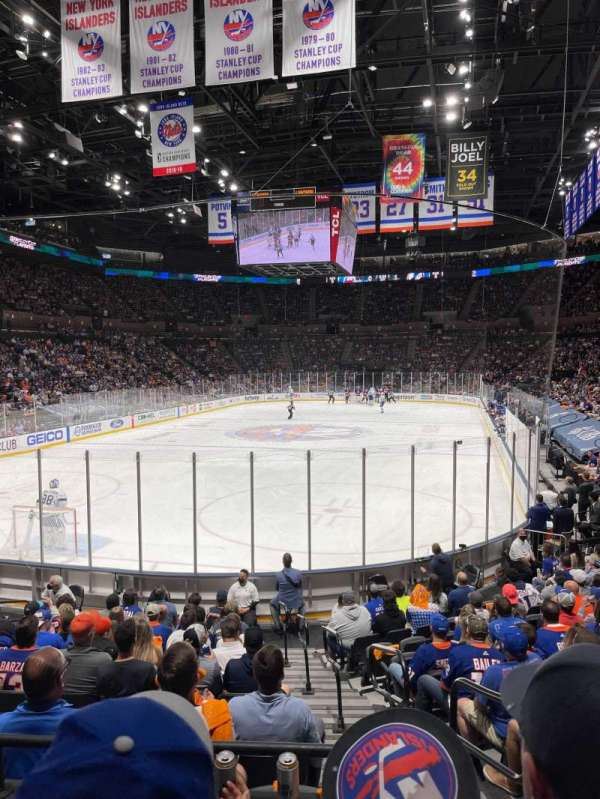 Nassau Veterans Memorial Coliseum, vak: 123, rij: 3, stoel: 2