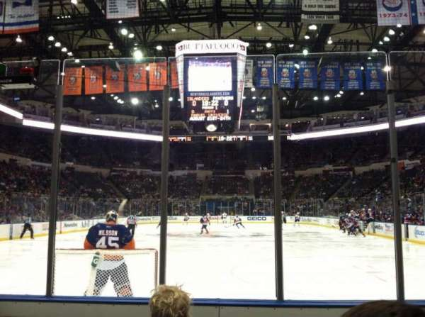 Old Nassau Veterans Memorial Coliseum, vak: 122, rij: 3, stoel: 1