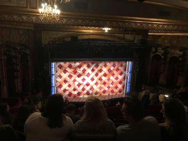 Brooks Atkinson Theatre, vak: Rear Mezzanine LC, rij: L, stoel: 126