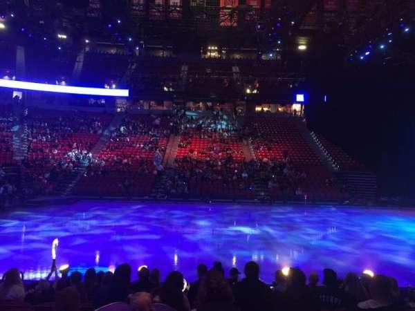 Thomas & Mack Center, vak: 106, rij: A, stoel: 12