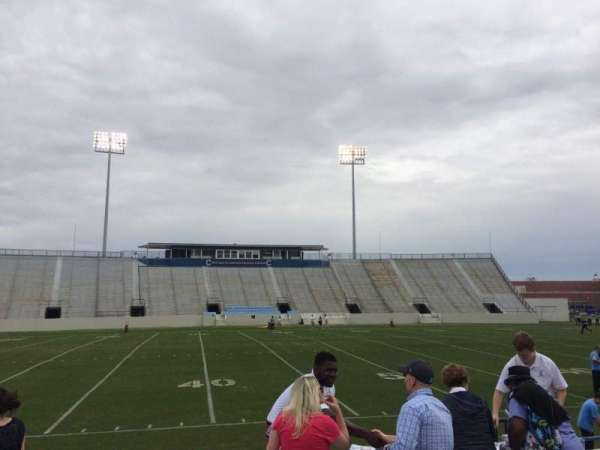 Johnson Hagood Stadium, vak: H, rij: 3, stoel: 5