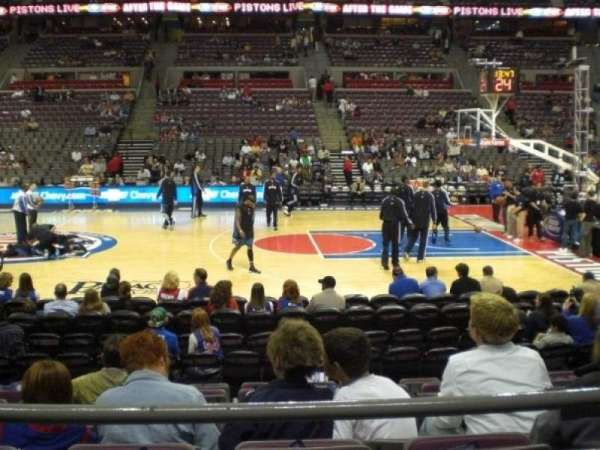 The Palace of Auburn Hills, vak: 126, rij: B, stoel: 10