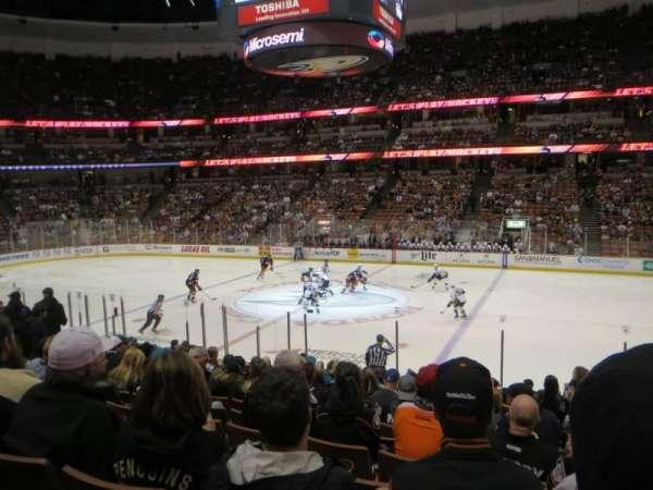 Honda Center, vak: 221, rij: Q, stoel: 2