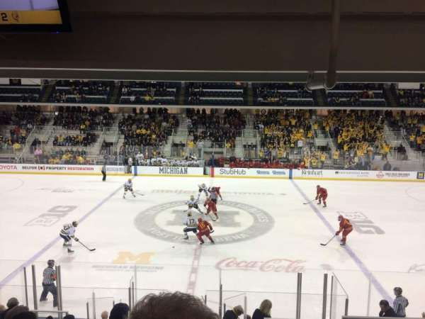 Yost Ice Arena, vak: 4, rij: 16, stoel: 4