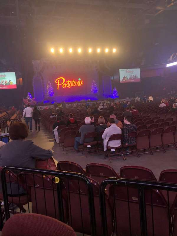 Mohegan Sun Arena, vak: 22, rij: D, stoel: 4