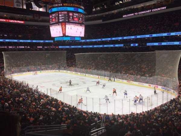 Wells Fargo Center, vak: Club, rij: A, stoel: 5