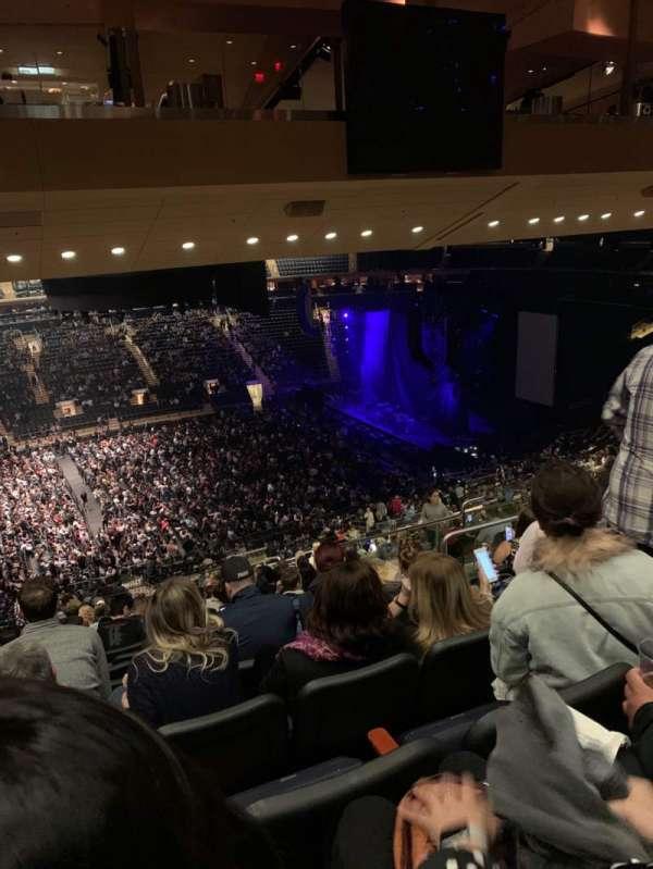 Madison Square Garden, vak: 210, rij: 17, stoel: 10