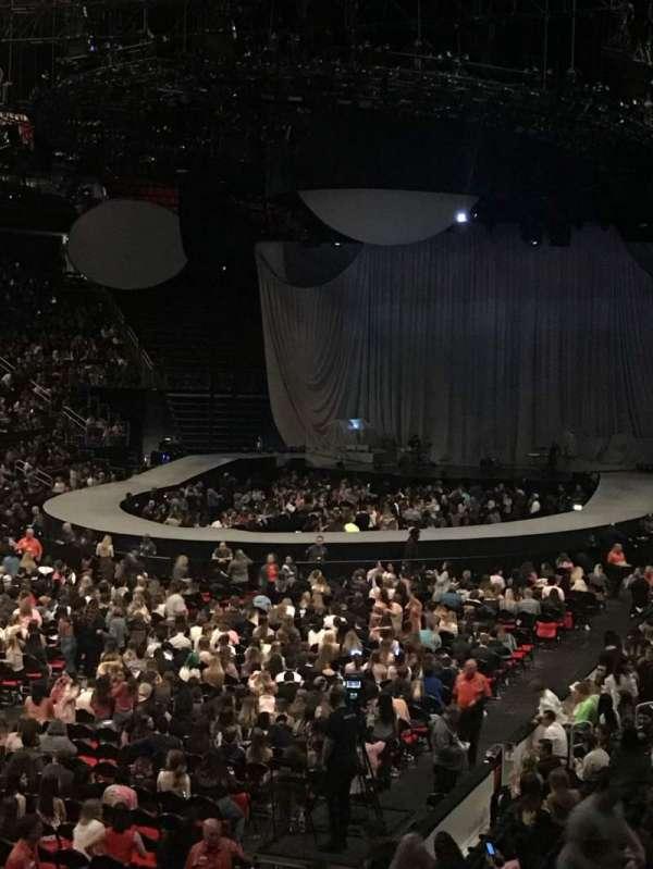 Little Caesars Arena, vak: 114, rij: 18, stoel: 9