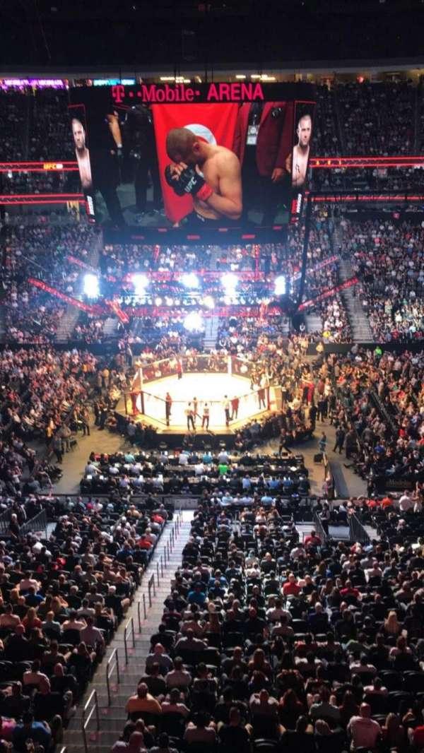 T-Mobile Arena, vak: 223, rij: A, stoel: 15