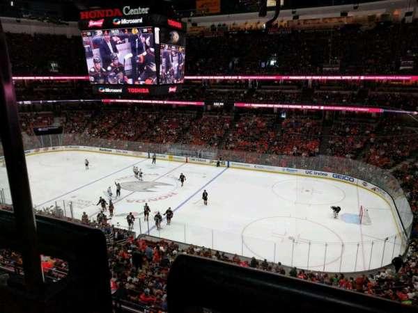 Honda Center, vak: 408, rij: A, stoel: 15