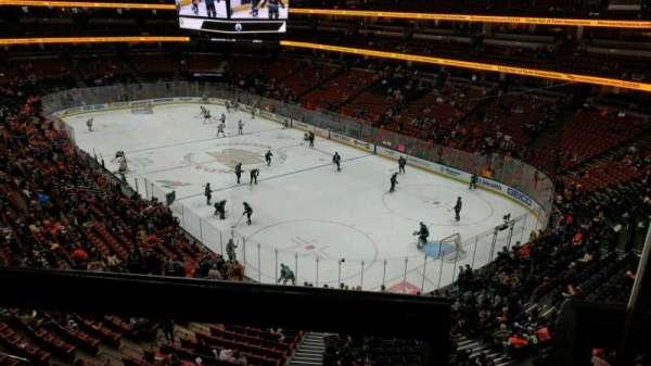 Honda Center, vak: 405, rij: A, stoel: 1