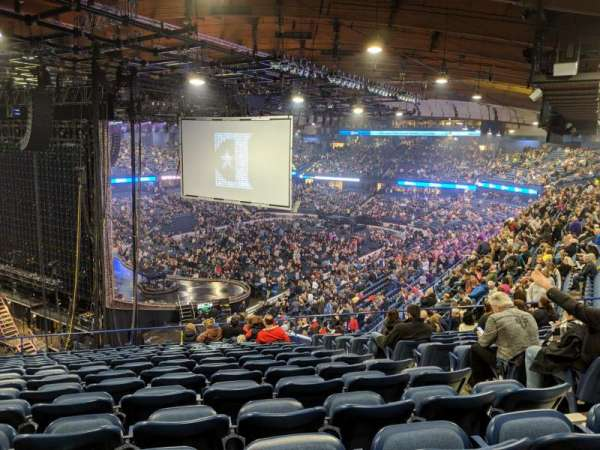 Allstate Arena, vak: 205, rij: P, stoel: 25