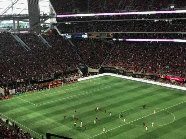 Mercedes-Benz Stadium, vak: 334, rij: 4, stoel: 18