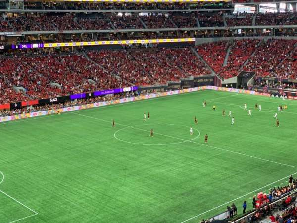 Mercedes-Benz Stadium, vak: 243, rij: 2, stoel: 7