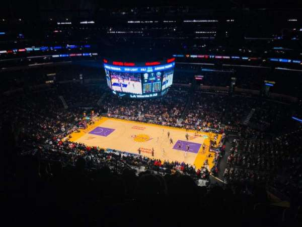 Staples Center, vak: 333, rij: 10, stoel: 13