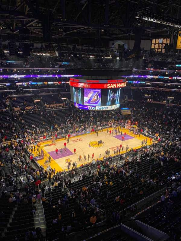 Staples Center, vak: 321, rij: 10, stoel: 4