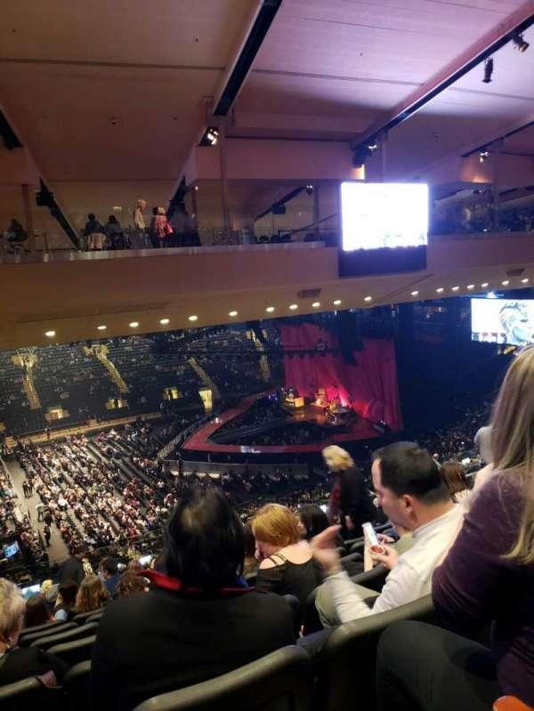 Madison Square Garden, vak: 210, rij: 10, stoel: 5