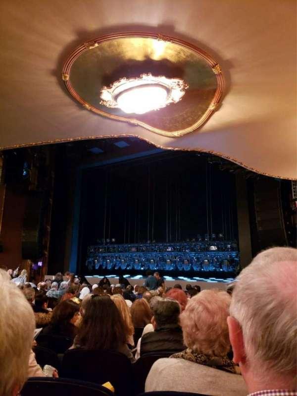 Lunt-Fontanne Theatre, vak: Orchestra R, rij: R, stoel: 20